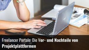 Freelancer am Laptop auf der Suche nach einem passenden Freelancer Portal